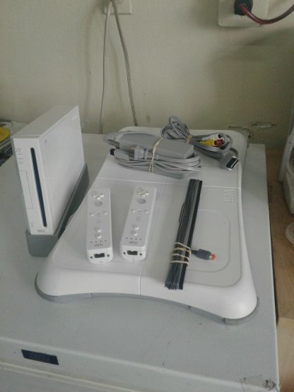 Nintendo Wii Console Bundle Wii SportsWii Fit Plus Balance Board ALL TESTED 274524585608